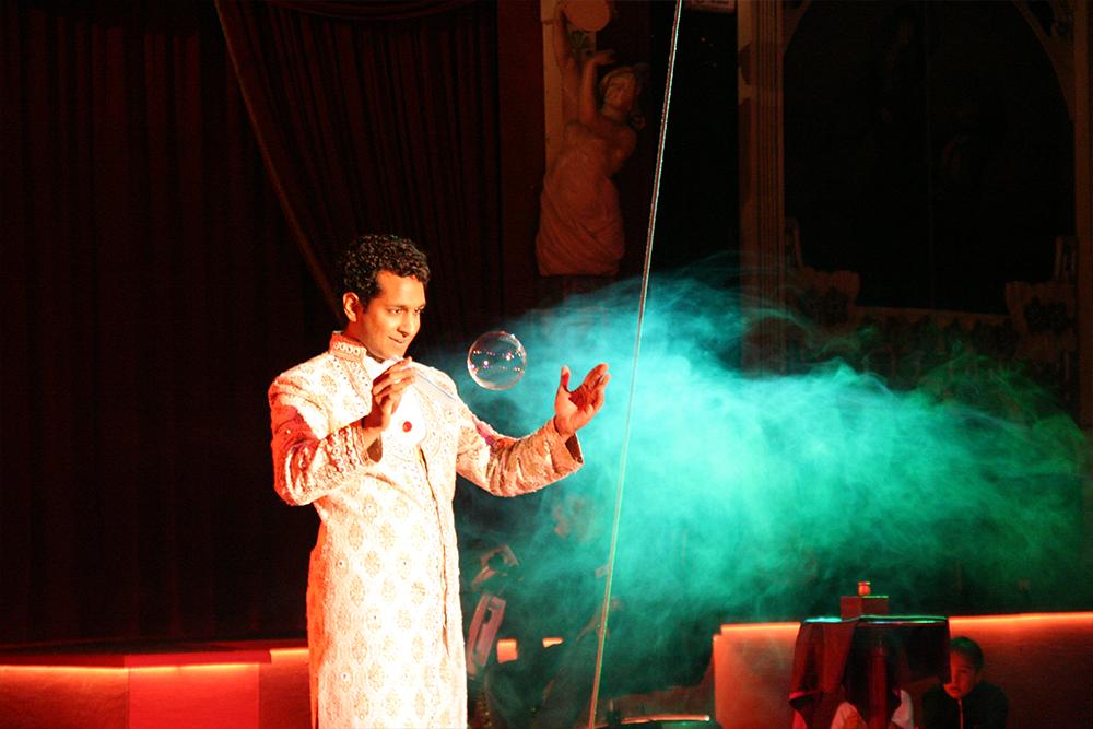 Magische shows met Roman Sudesh